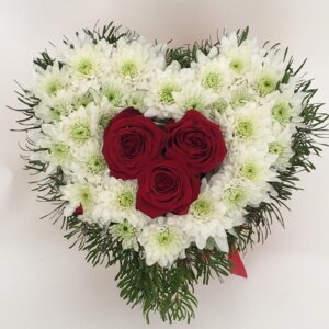 Coração c/3 rosas e margaridas