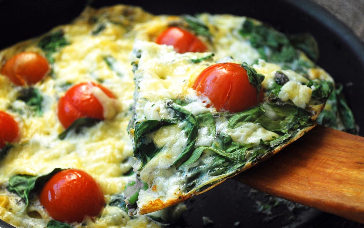 Omelete de tomate e espinafres