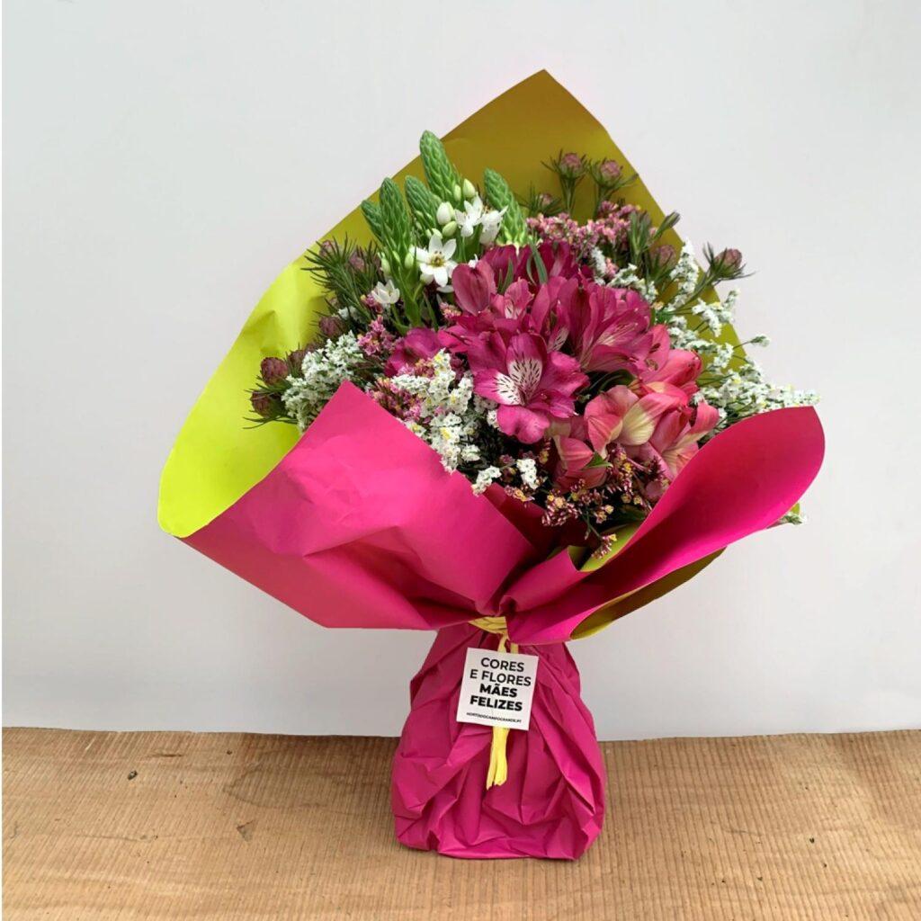 Ramo de flores com goivos e alstroemerias
